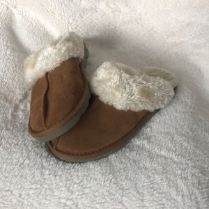 Shoes - Comfy Slippers